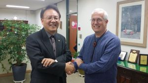 Greg greets Dr Shin with the traditional handshake from the southern part of Africa.